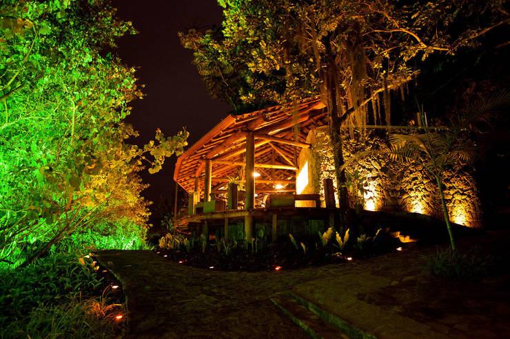 Casa noturna Privilège Angra dos Reis: Casas  por Mascarenhas Arquitetos Associados
