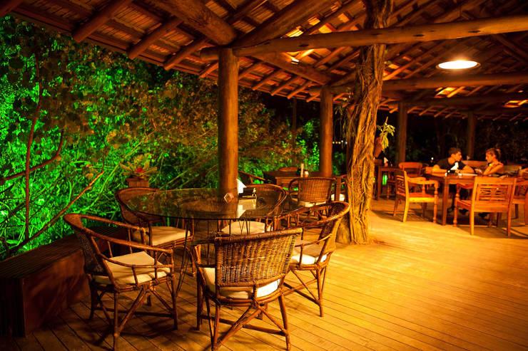 Casa noturna Privilège Angra dos Reis: Salas de jantar  por Mascarenhas Arquitetos Associados