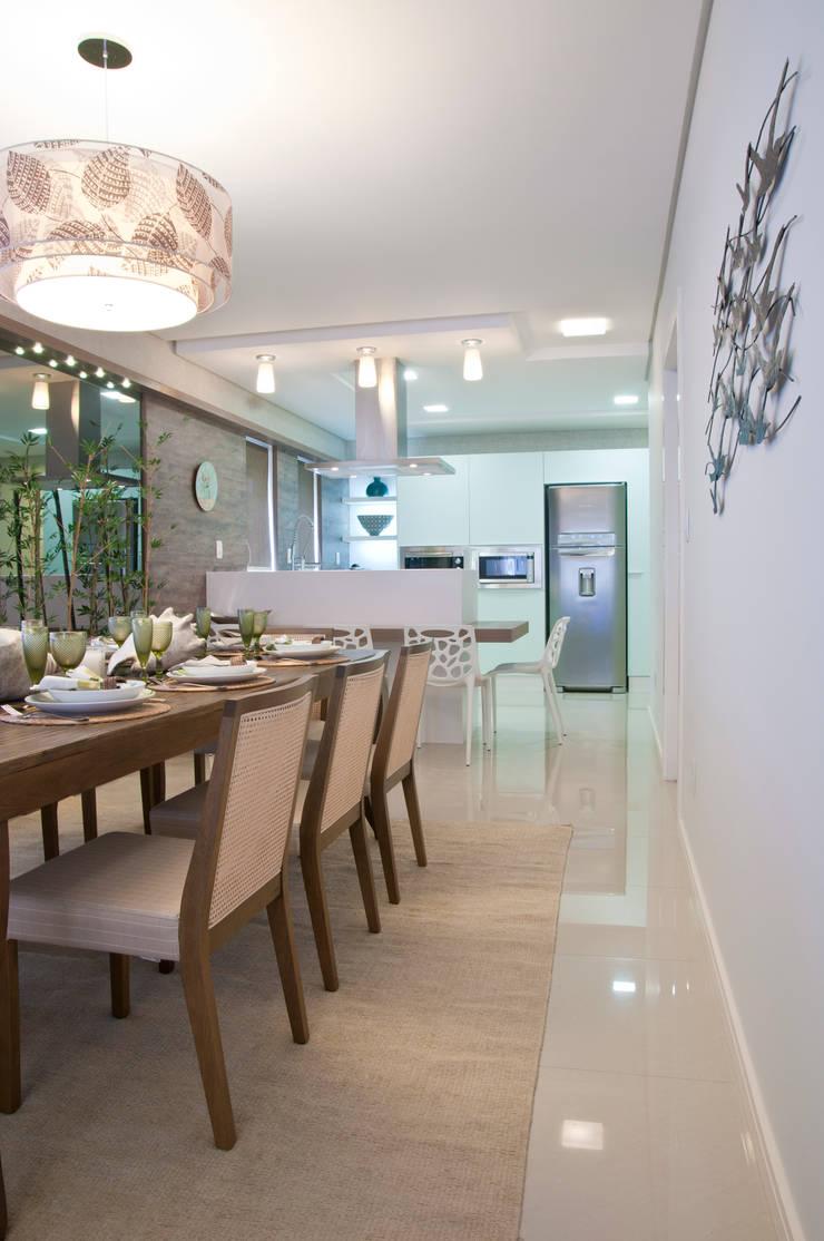 JANTAR: Salas de jantar  por Élcio Bianchini Projetos,Eclético