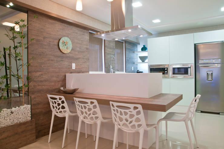 BANCADA DA COZINHA: Cozinha  por Élcio Bianchini Projetos