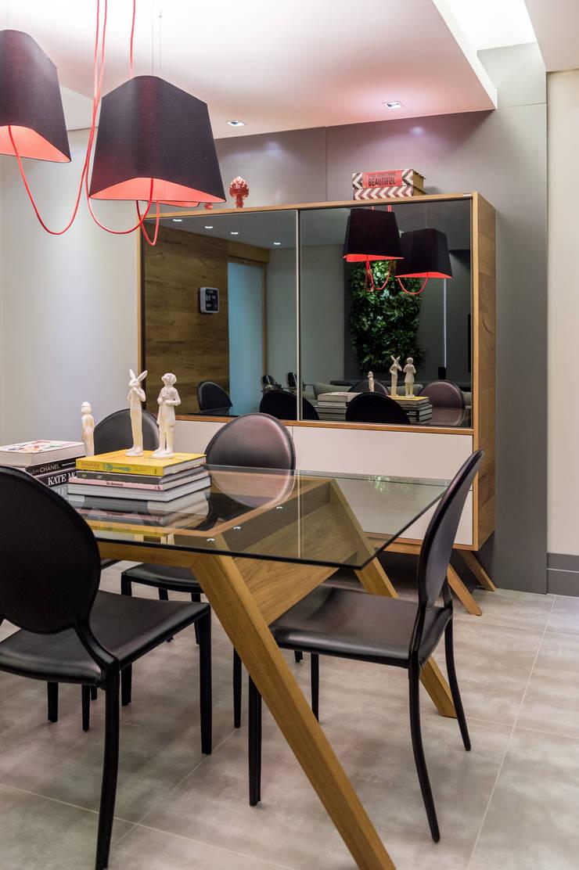 Projeto 17 – Residência clean: Salas de jantar  por GREISSE PANAZZOLO ARQUITETURA