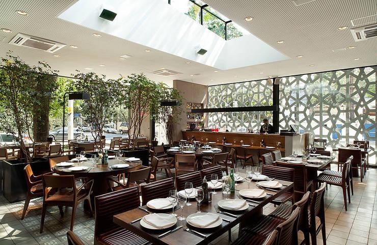 Restaurante Manish: Espaços gastronômicos  por Mínima arquitetura e urbanismo