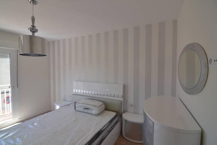 DORMITORIO ROMANTICO: Dormitorios de estilo  de MIMESIS INTERIORISMO