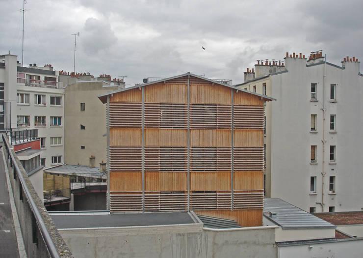 la façade côté école:  de style  par graam