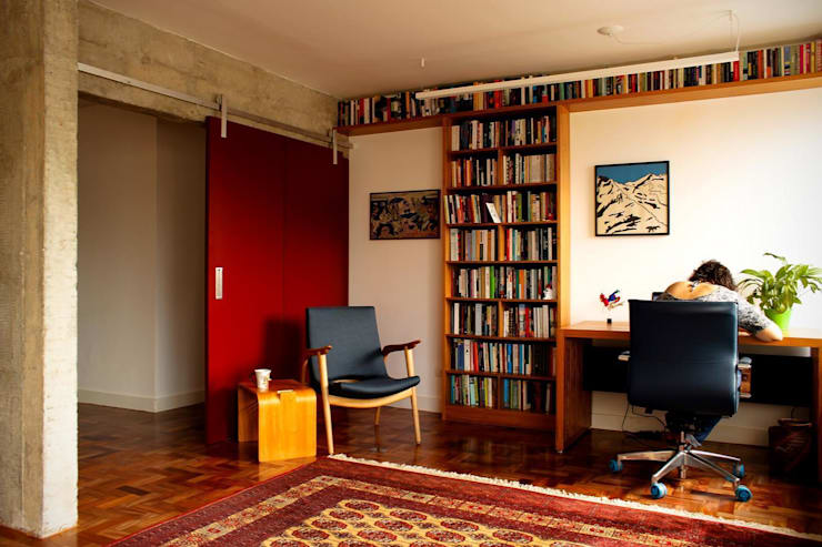 Apartamento em Pinheiros: Salas de estar  por Mínima arquitetura e urbanismo