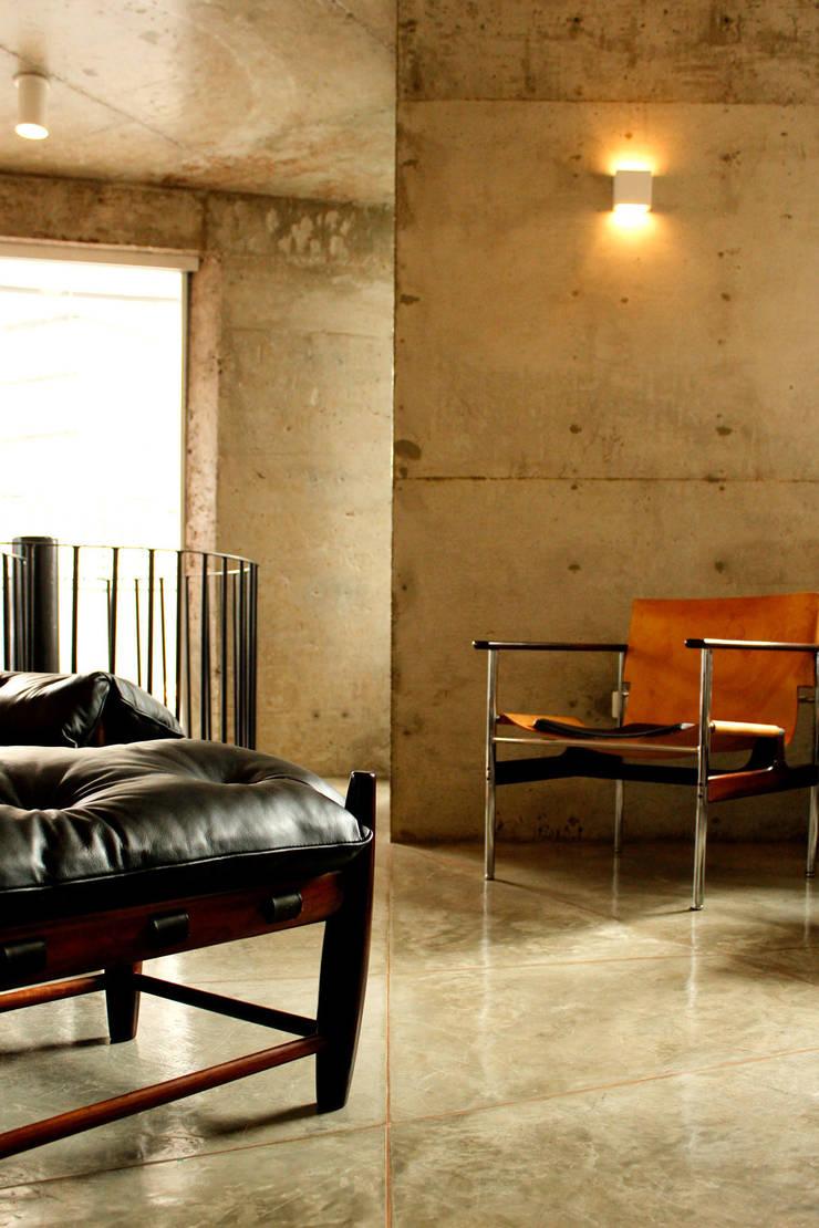 Apartamento na Chácara Klabin: Salas de estar  por Mínima arquitetura e urbanismo