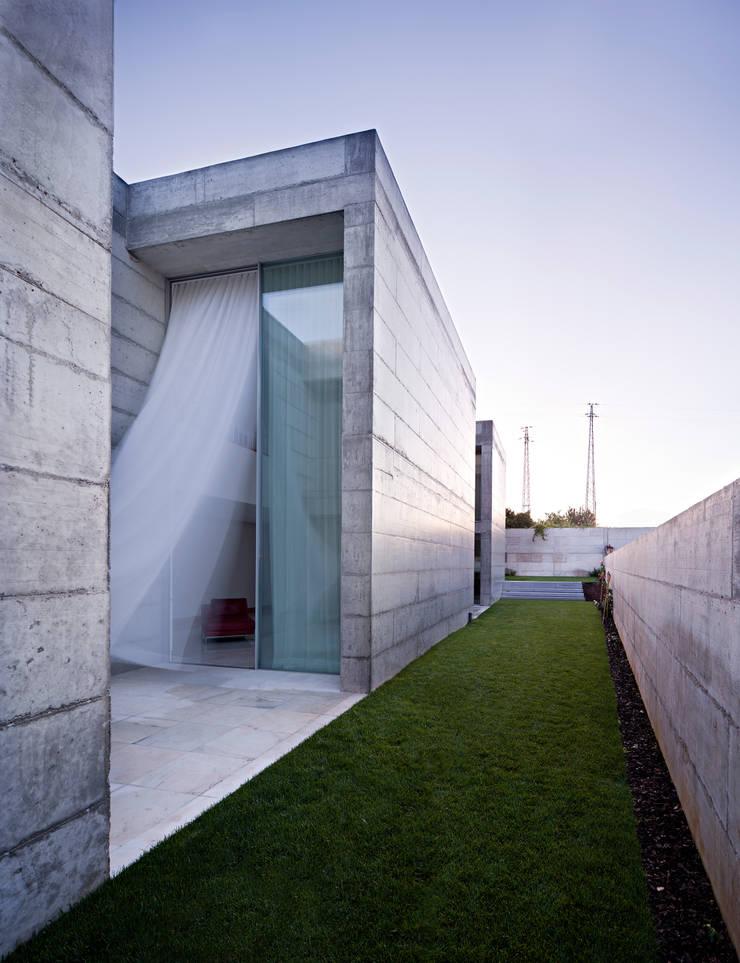Casa em Moreira: Jardins  por Phyd Arquitectura