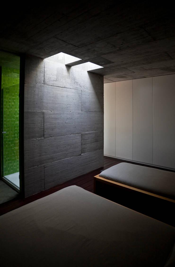 Casa em Pedrogão: Quartos  por Phyd Arquitectura
