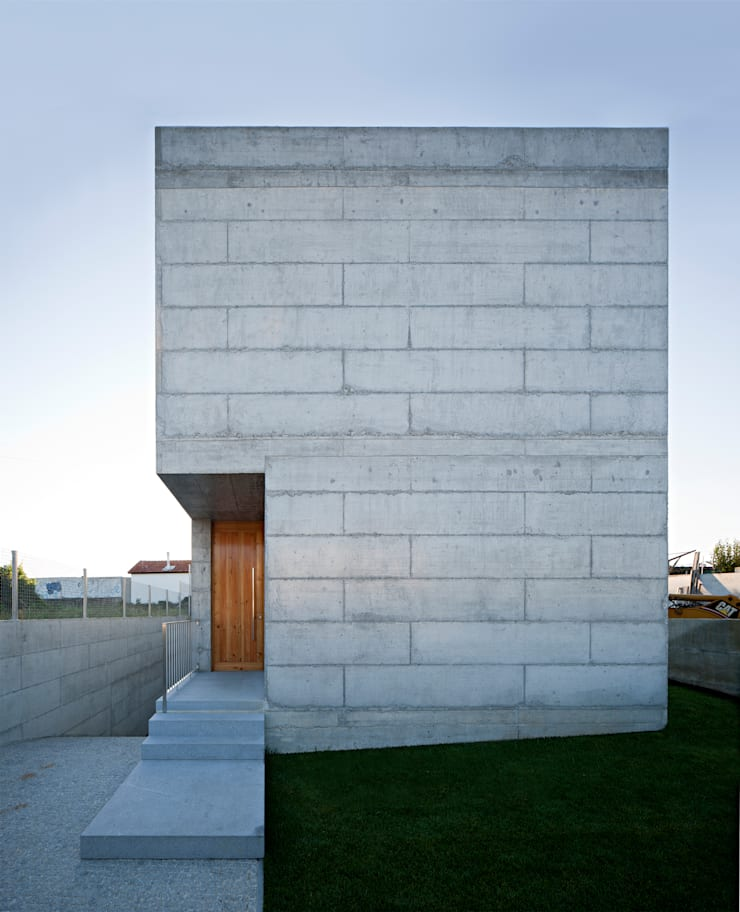 Casa em Moreira: Casas  por Phyd Arquitectura