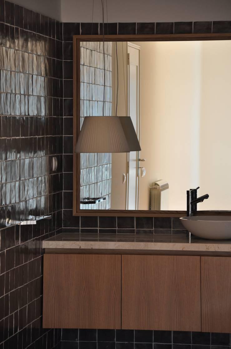 Quarto de Banho:   por Nuno Ladeiro, Arquitetura e Design