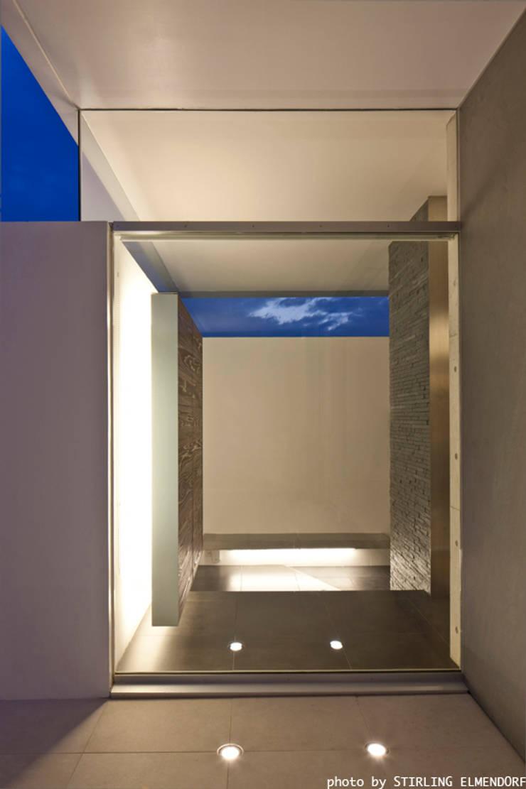 tesa モダンスタイルの 玄関&廊下&階段 の エスプレックス ESPREX モダン