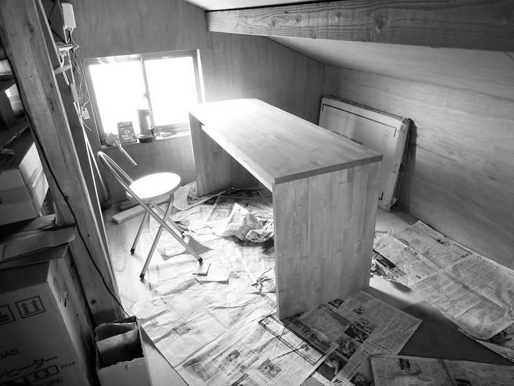 屋根裏のアトリエ: ムラカミマサヒコ一級建築士事務所が手掛けたです。