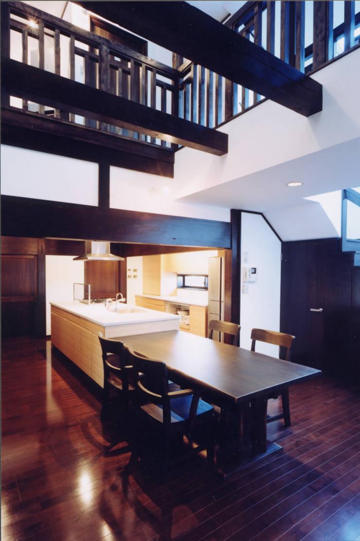 蚊帳のれんを潜る家: 山田高志建築設計事務所が手掛けたキッチンです。,