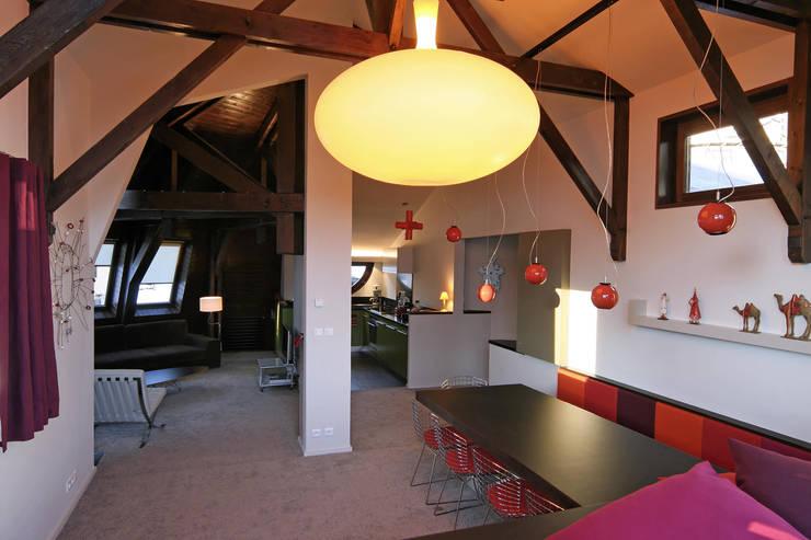 réaménagement d'un chalet à Avoriaz: Salle à manger de style de style Moderne par Florine Burger Architecte