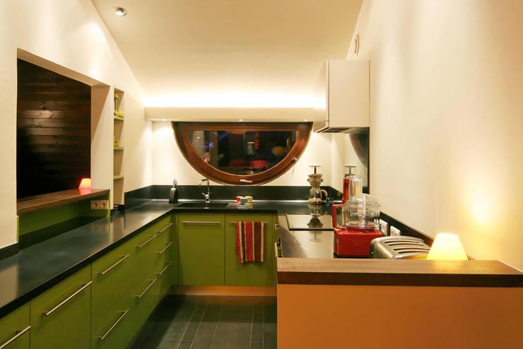 réaménagement d'un chalet à Avoriaz: Cuisine de style de style Moderne par Florine Burger Architecte