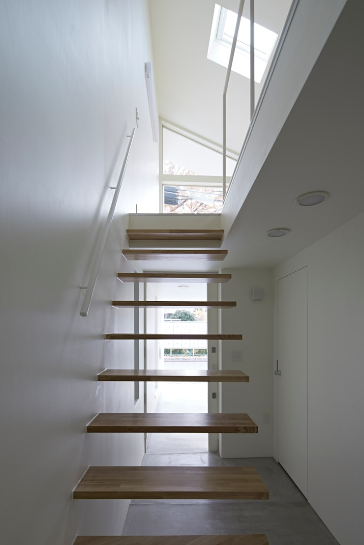 Park House Pasillos, vestíbulos y escaleras de estilo ecléctico de another APARTMENT LTD. / アナザーアパートメント Ecléctico