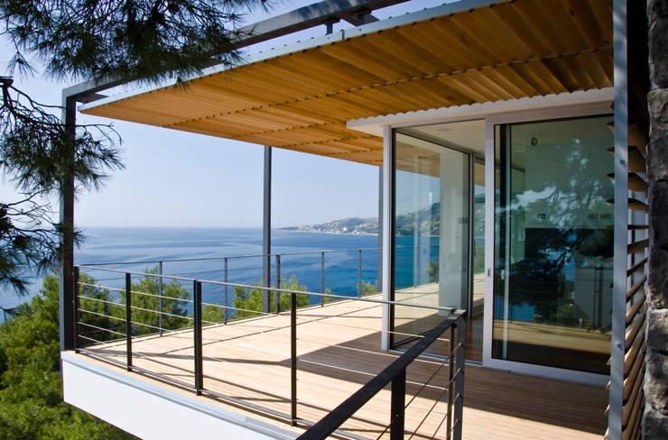 Pergolato sul mare.: Case in stile  di Studio 4