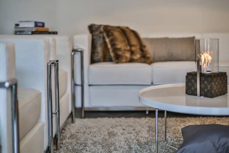 Dettaglio 2 salotto:  in stile  di FOSCA de LUCA Home Stager & Redesigner