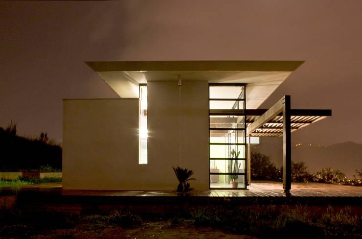 Fronte Ovest: Case in stile  di Studio 4,