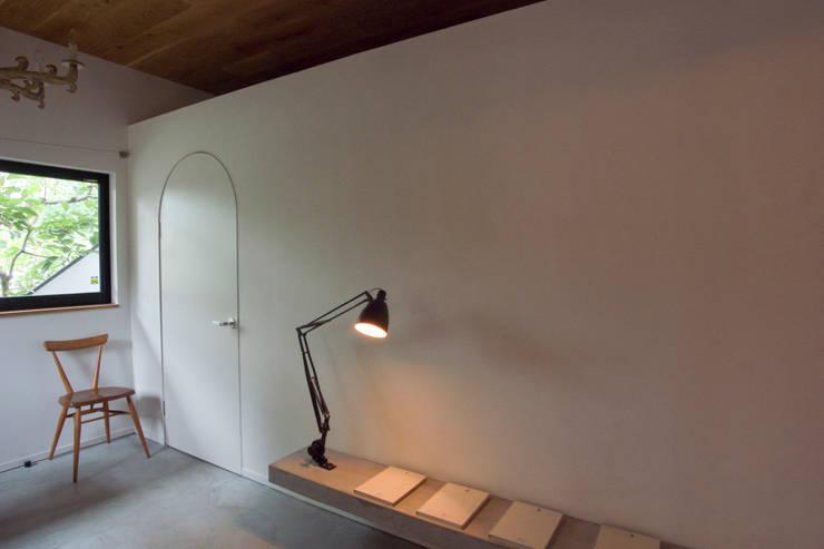 passage: 一級建築士事務所ageha.が手掛けた和室です。,ミニマル