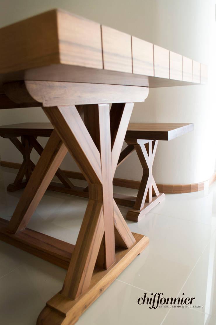 Mesa y banca en madera de Tzalam: Comedor de estilo  por Chiffonnier