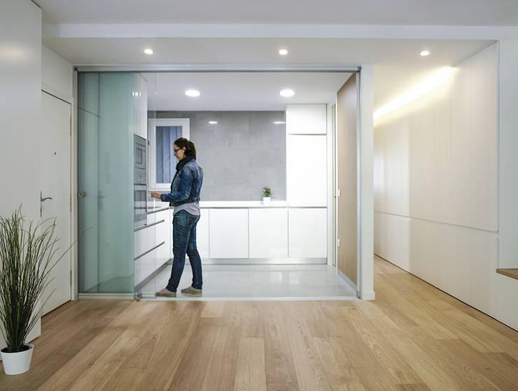 Cocina abierta: Cocinas de estilo moderno de DonateCaballero Arquitectos
