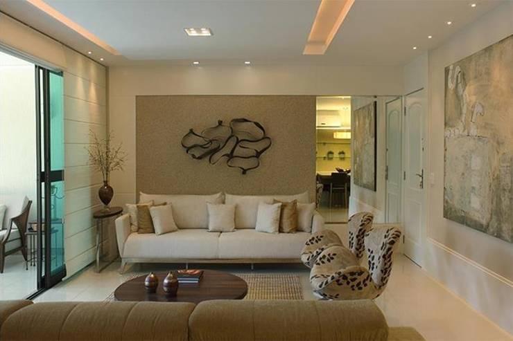 Apartamento Jardim Oceânico: Salas de estar modernas por Cadore Arquitetura