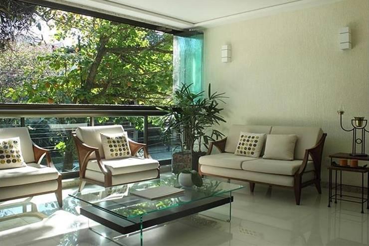 Apartamento Jardim Oceânico: Terraços  por Cadore Arquitetura