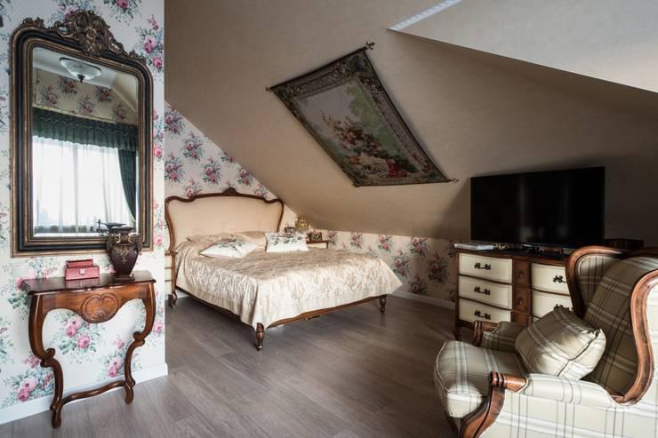 Мягкость красок (300 м²): Спальная комната  в . Автор – Частный дизайнер Соловьева Юлия