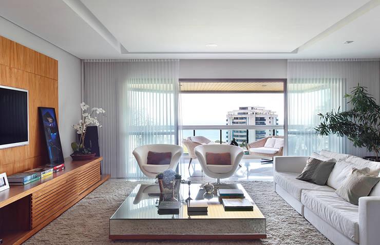 Livings de estilo  por Cadore Arquitetura