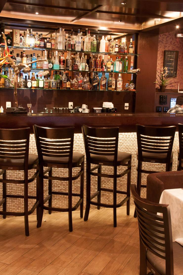 Restaurante a Beira Mar: Espaços gastronômicos  por Luine Ardigó Arquitetura,