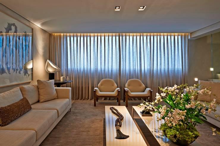 Residência A&S: Salas de estar  por Alessandra Contigli Arquitetura e Interiores,Moderno