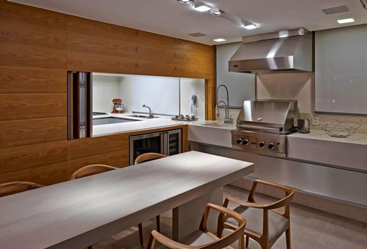 Residência A&S: Terraços  por Alessandra Contigli Arquitetura e Interiores