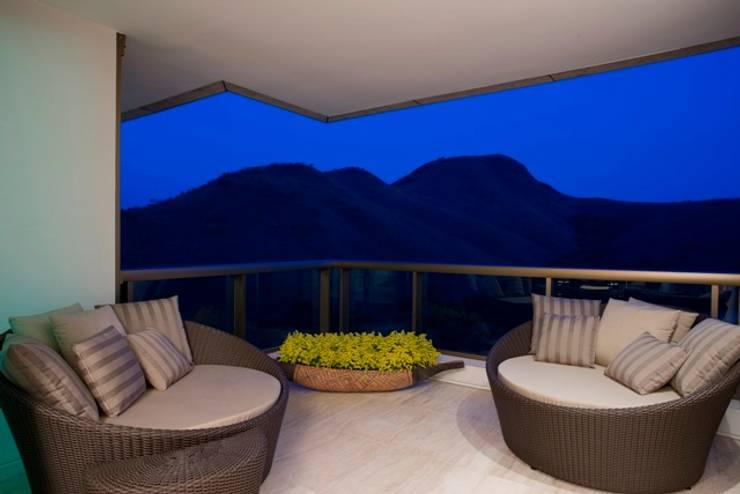 Residência T&L: Terraços  por Alessandra Contigli Arquitetura e Interiores