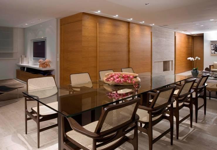 Residência T&L: Salas de jantar modernas por Alessandra Contigli Arquitetura e Interiores