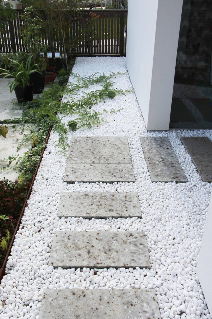 エントランス: FCDが手掛けた庭です。