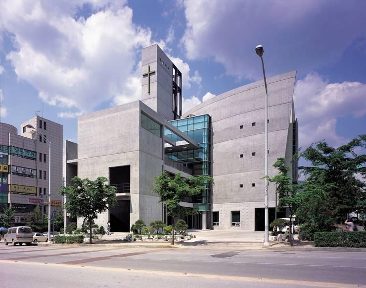 가나안교회: HANMEI - LEECHUNGKEE의  회의실