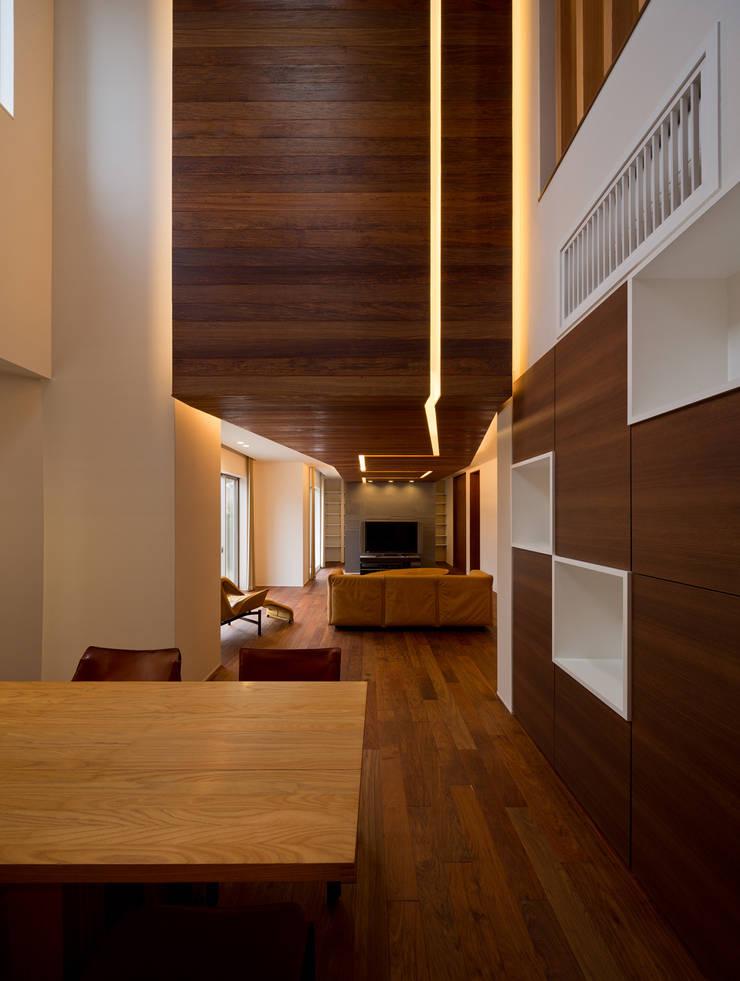 K9-house 「木と光の家」 モダンデザインの ダイニング の Architect Show Co.,Ltd モダン