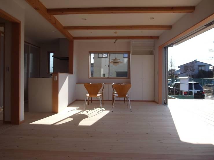 南鎌ヶ谷の家: 麻生英之建築設計事務所が手掛けたダイニングです。,