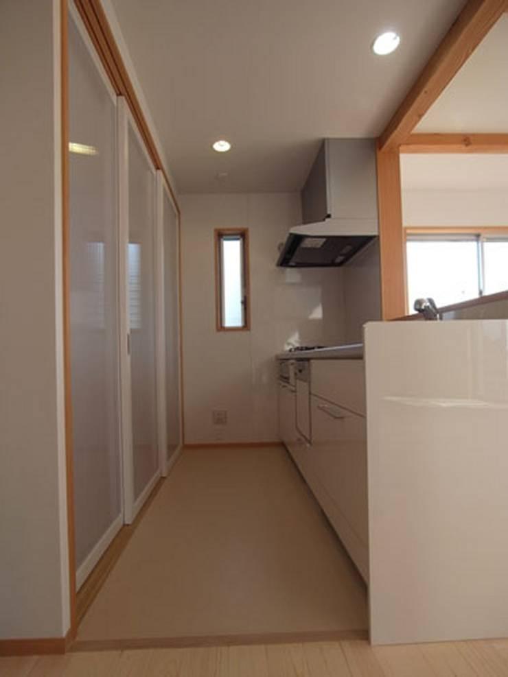 南鎌ヶ谷の家: 麻生英之建築設計事務所が手掛けたキッチンです。,