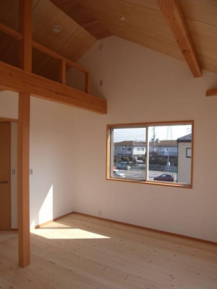 南鎌ヶ谷の家: 麻生英之建築設計事務所が手掛けた書斎です。,