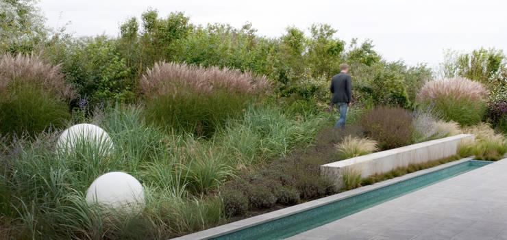 Jardines de estilo  por Andrew van Egmond (ontwerp van tuin en landschap)
