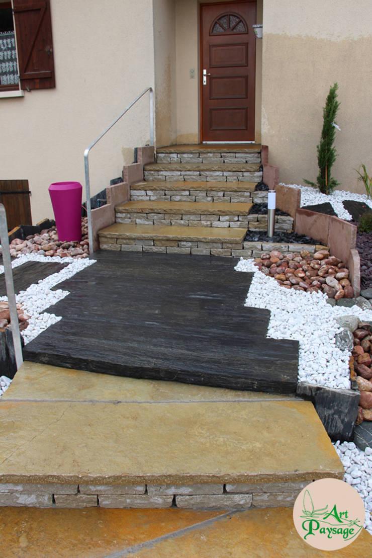 APRES escalier & palier: Maisons de style  par ART PAYSAGE
