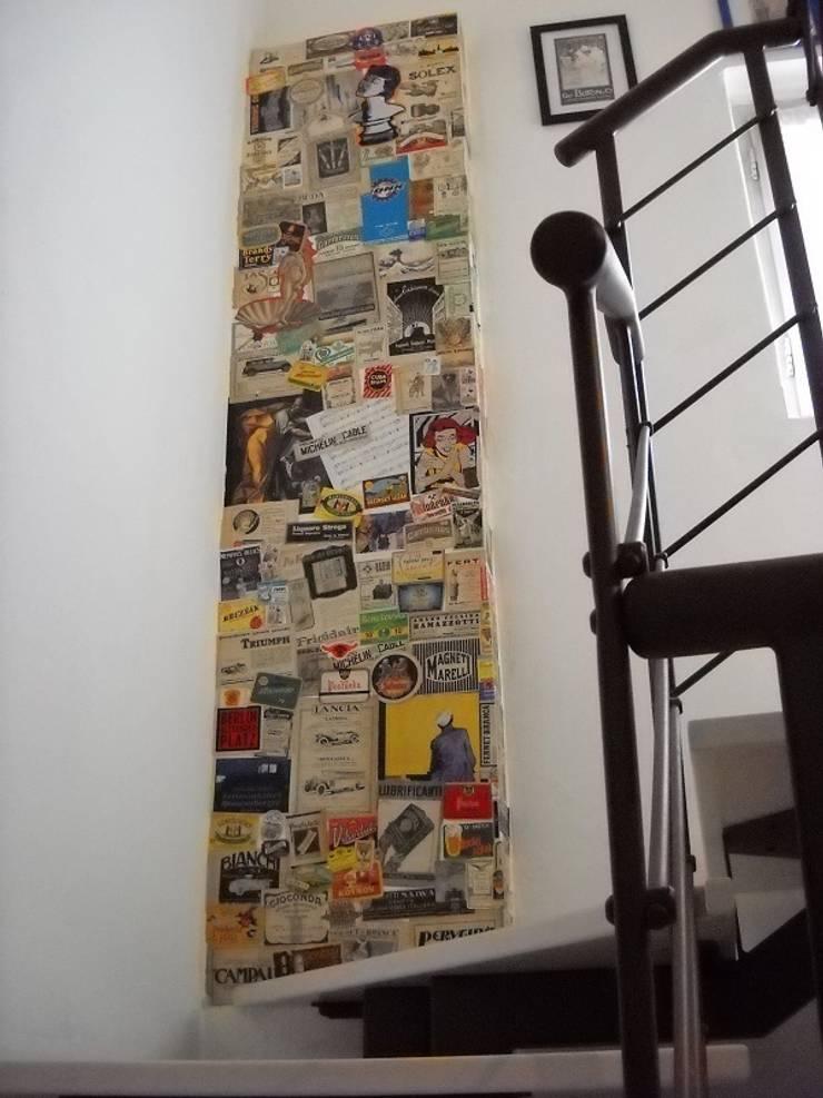 pilastro decorato: Ingresso & Corridoio in stile  di A2architetti, Eclettico