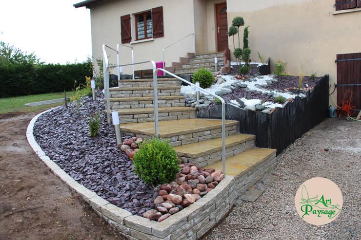 APRES montée d'escalier: Maisons de style de style Moderne par ART PAYSAGE