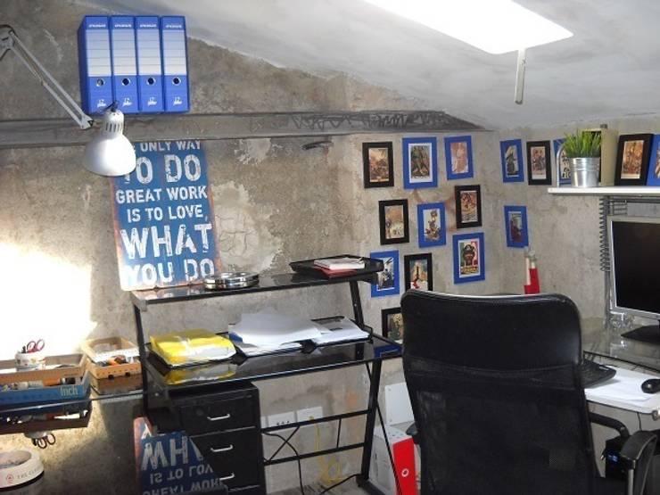 angolo scrivania: Studio in stile  di A2architetti