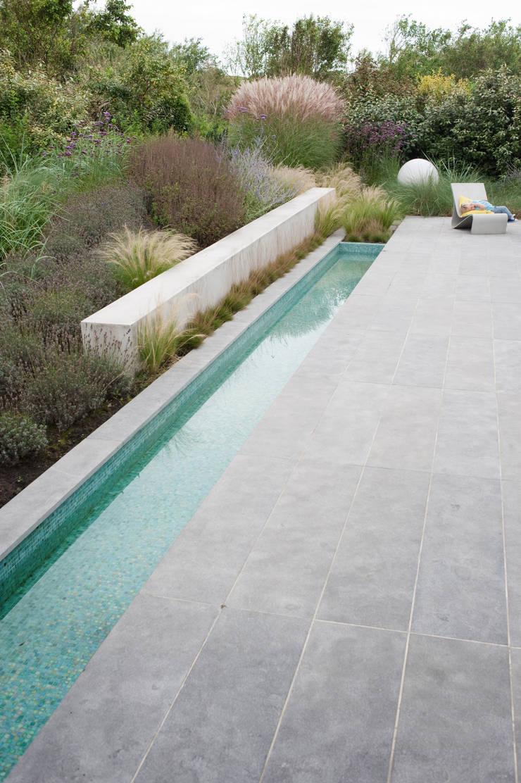 Bijzondere materialen sluiten aan bij lichte atmosfeer aan de kust:  Tuin door Andrew van Egmond (ontwerp van tuin en landschap)