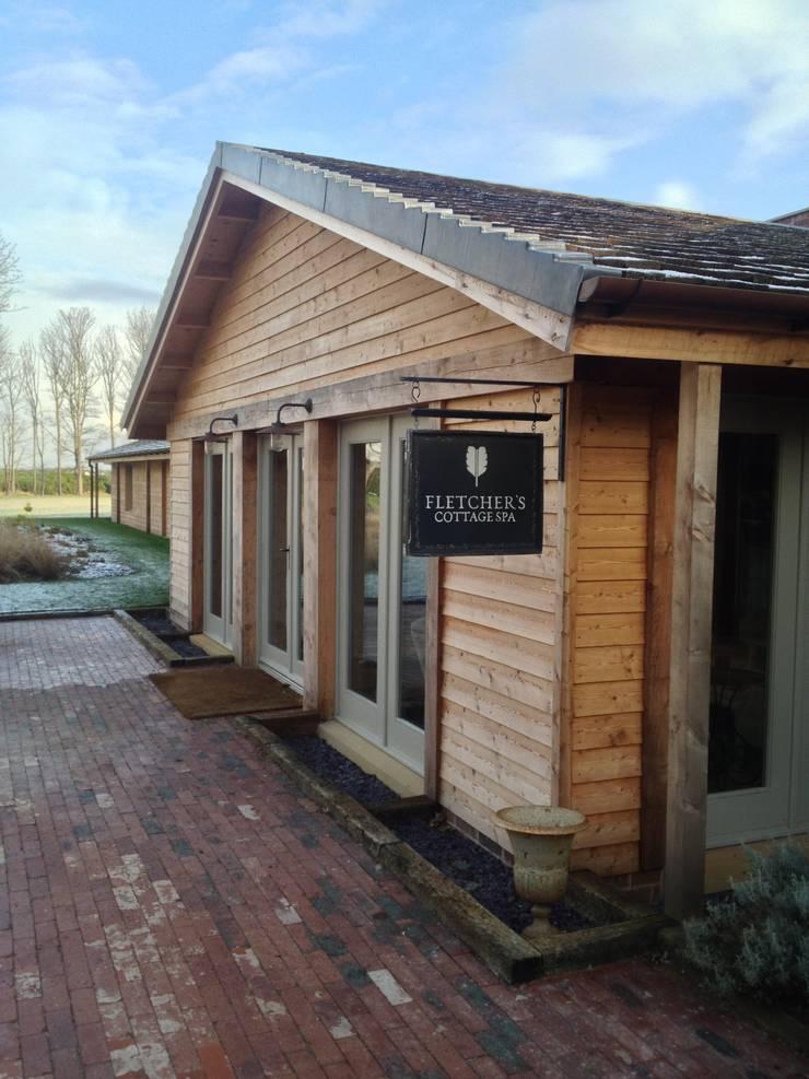 Fletcher's Cottage Entrance:  Spa by Aitken Turnbull Architects