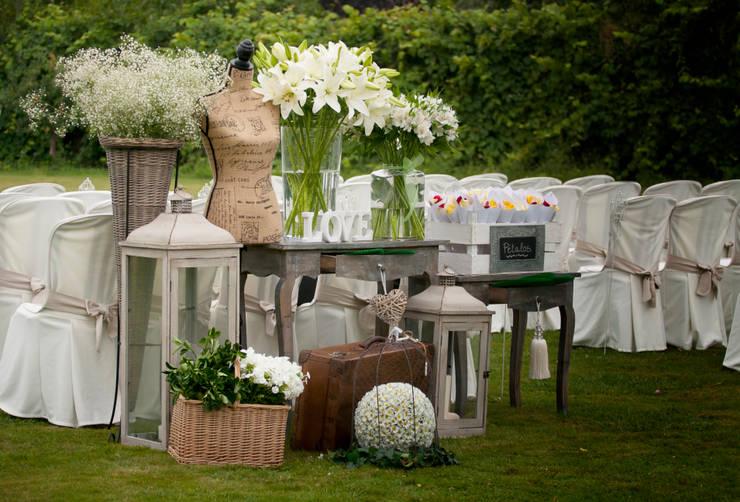 Decoración Boda civil: Jardín de estilo  de CRIS CAMBA Estudio floral.