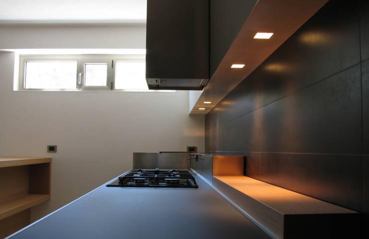 Cucina: Cucina in stile  di VZSTUDIO architettura,